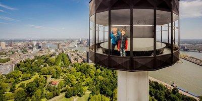Euromast uitzicht jongen met opa