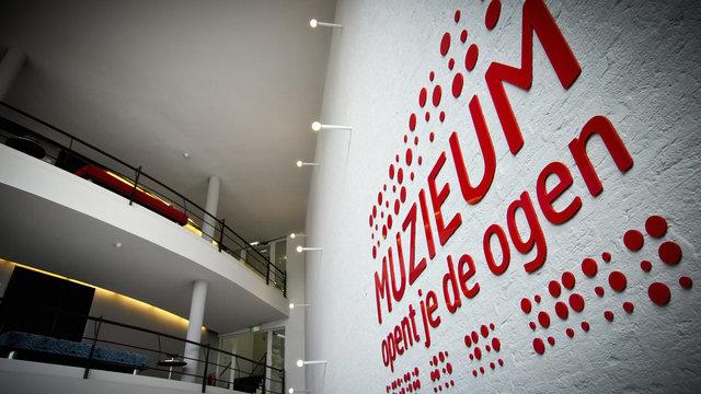 Muzieum test op de muur