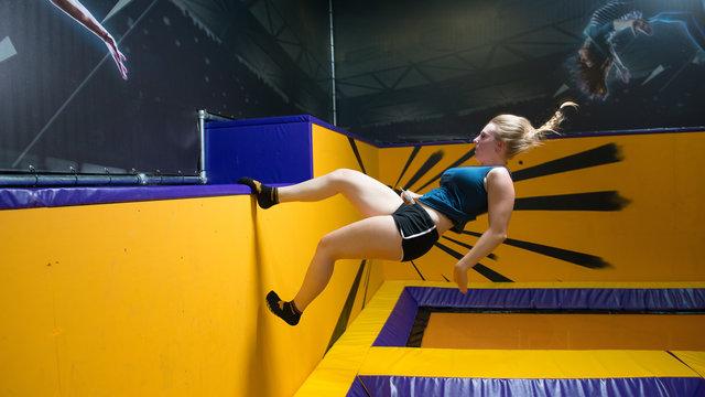 Springende dame bij Jumpsquare