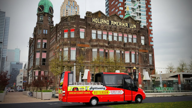 Sightseeing bus in Rotterdam