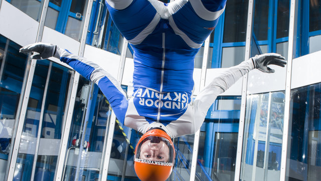 Zogenaamde 'barrel roll' in de windtunnel
