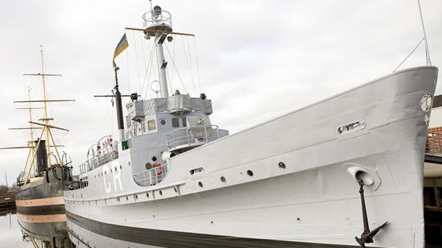 Oorlogsschip bij het Marine Museum in den Helder