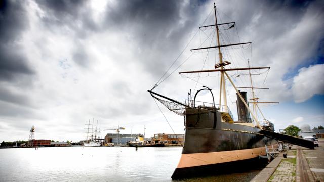 Oud driemaster oorlogsschip bij het Marine Museum in den Helder