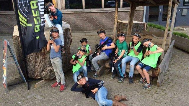 Kinderen lasergamen bij laserloods Nijmegen