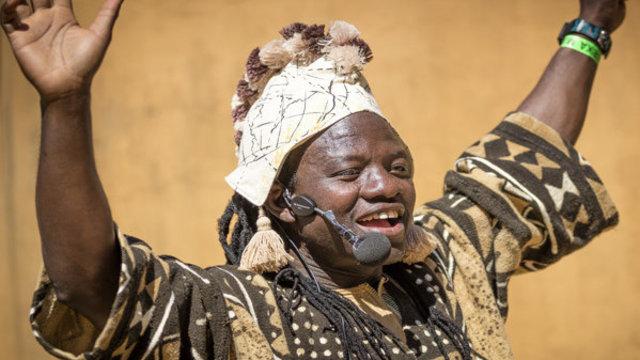 Afrikaanse verhalenverteller in het Afrika Museum