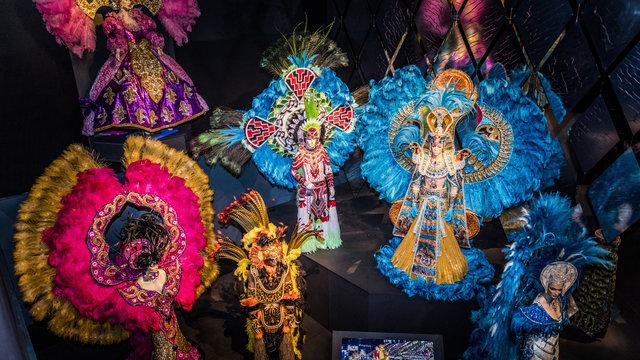 Kleurrijke beelden Afrika Museum