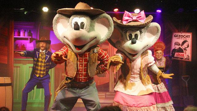 Dansende muizen en acteurs bij de kindershow van Julianatoren