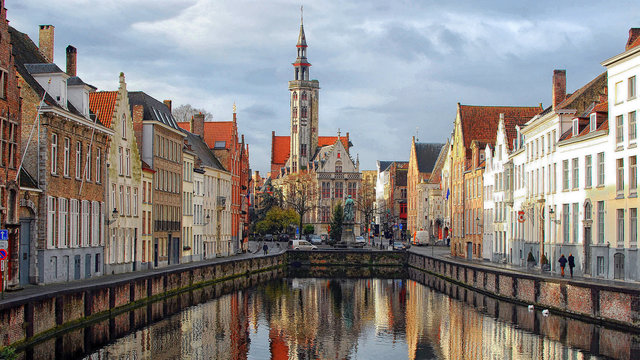 Stadsgezicht Brugge Baja Bikes