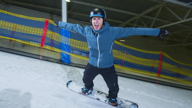 Indoor snowboarden om te oefenen voor wintersport