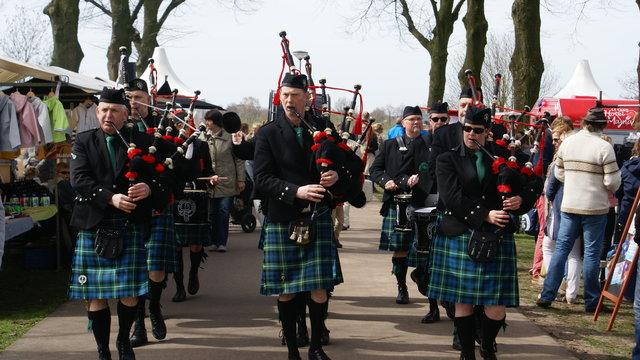 Mannen in Schotse rokken
