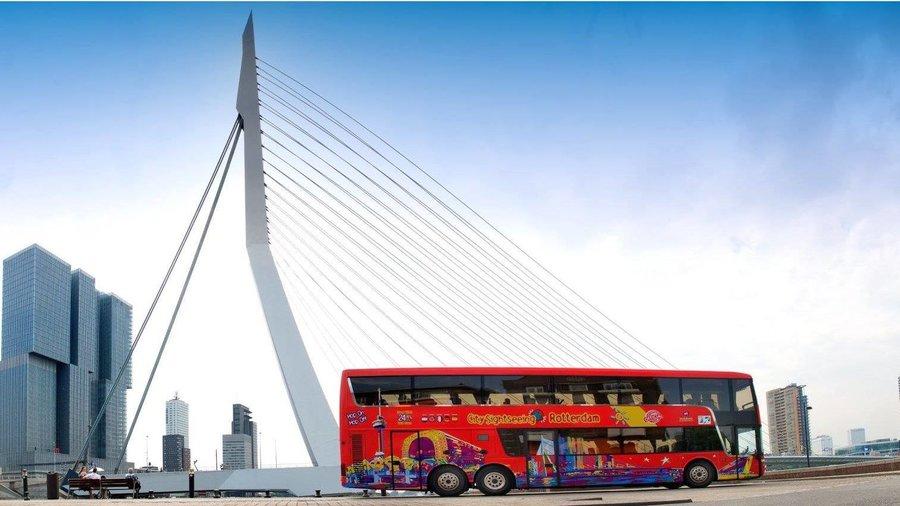 Stap uit de bus en maak een rondvaart door de Rotterdamse grachten.