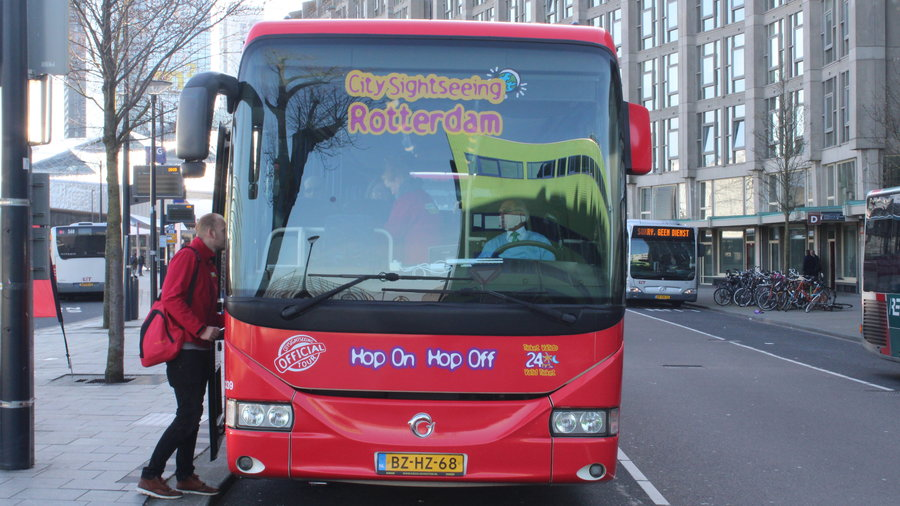 Reis door de stad met de Hop On - Hop Off bus.