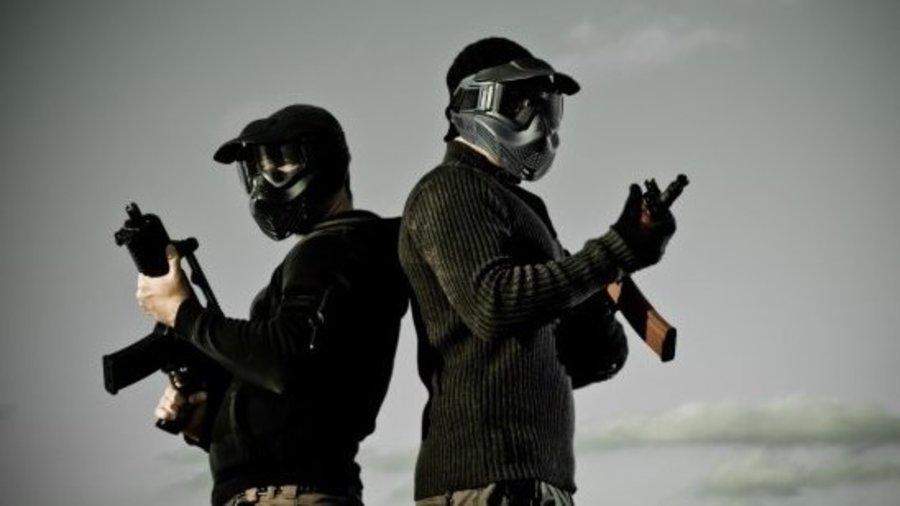 Twee airsoft spelers met replica wapens
