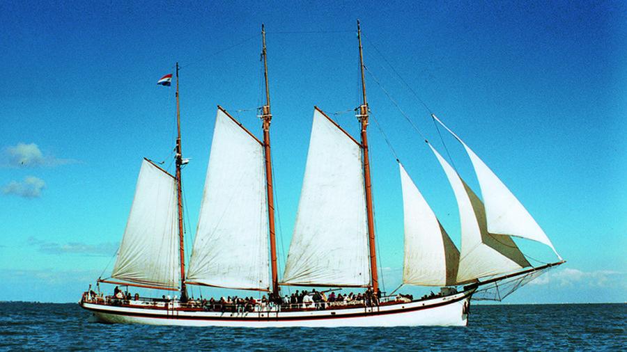 Bekijk de historische zeilschepen van Hollands Glorie.