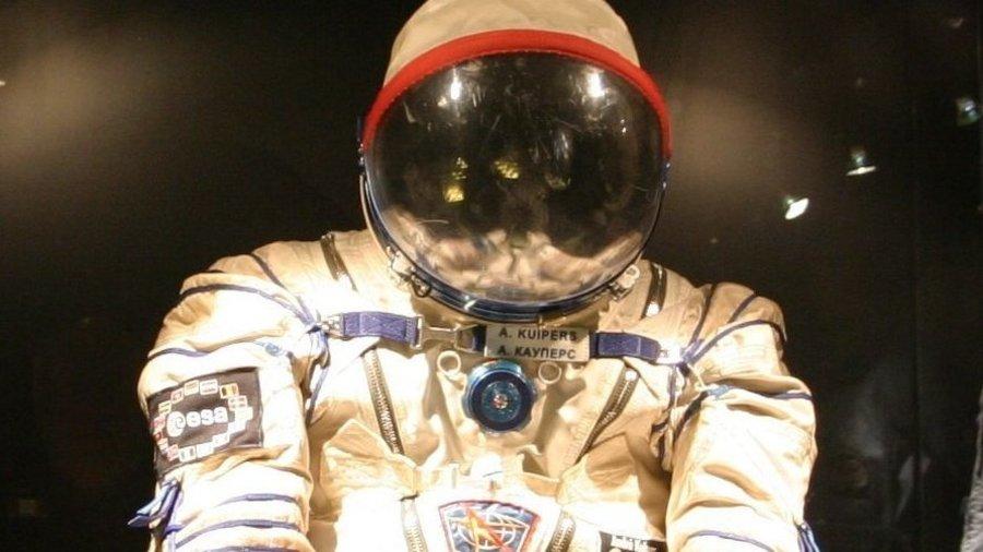 Ruimtevaart pak van Andre Kuipers in Space Expo
