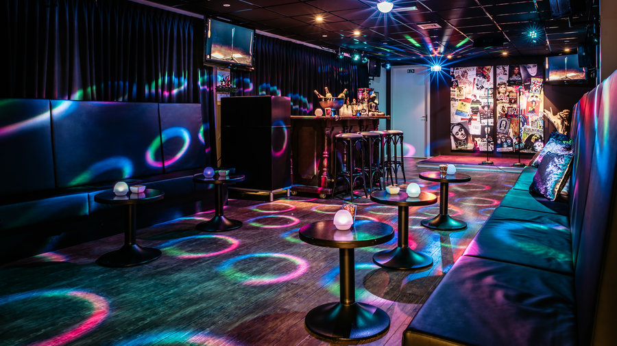 De bar van de Karaoke Party Room bij Jumpers Indoor