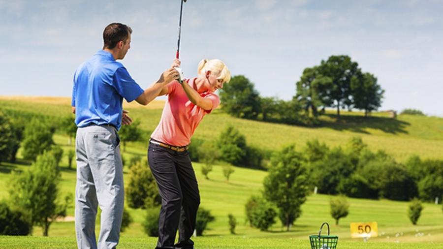 Golfles om het golfvaardigheidsbewijs Handicap 54 te halen.
