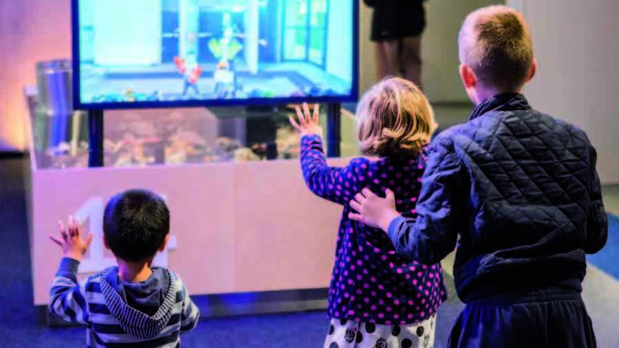 Kinderen doen interactieve opdrachten in Museon Den Haag