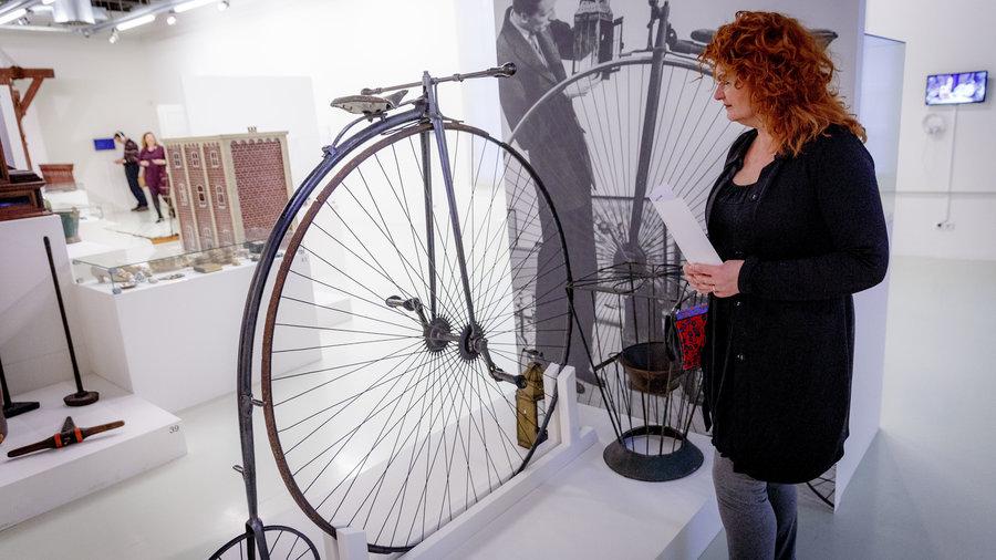 Fiets uit Schiedam in de tentoonstelling van het Stedelijk Museum Schiedam