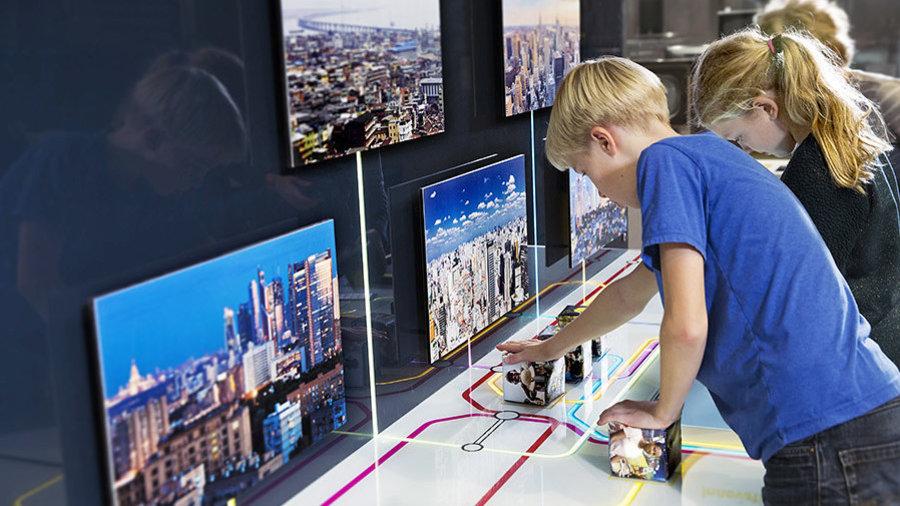 Kinderen doen opdrachten in Museon Den Haag