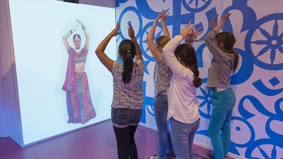 Culturele spelletjes doen in Nederlands Openluchtmuseum