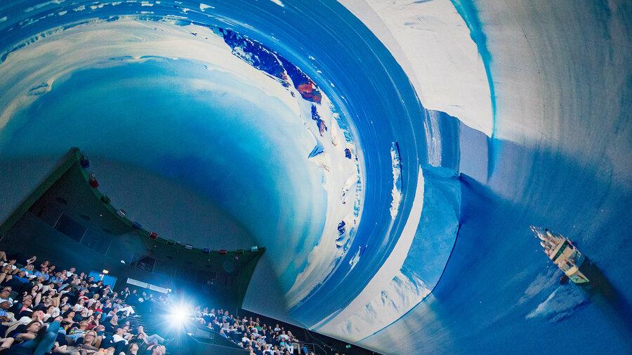 Het grote koepelvormige scherm brengt je in een andere wereld