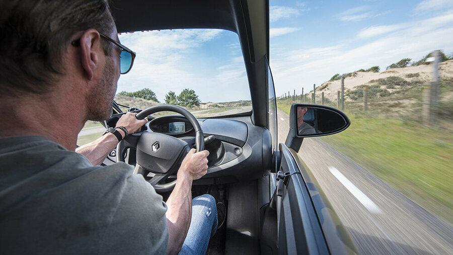 Bestuurder in een elektrische Renault Twizy