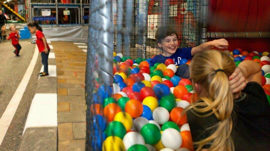 Kinderen in ballenbak in TunFun Amsterdam