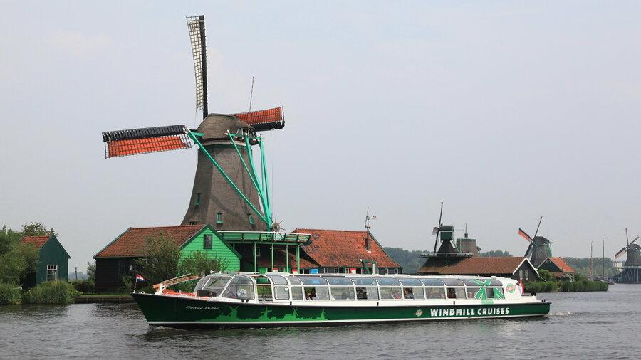 Rondvaart boot en een molen