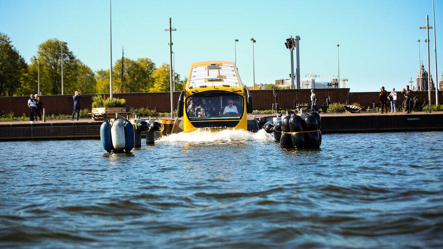 Bus Splashtours rijdt het water in