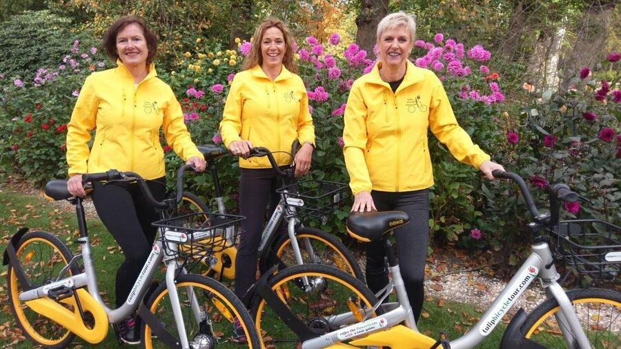Fiets mee door de tulpenvelden op gele fietsen