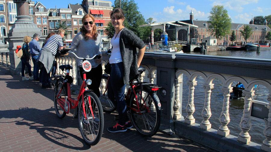 Samen met vriendinnen een dag fietsen door Amsterdam