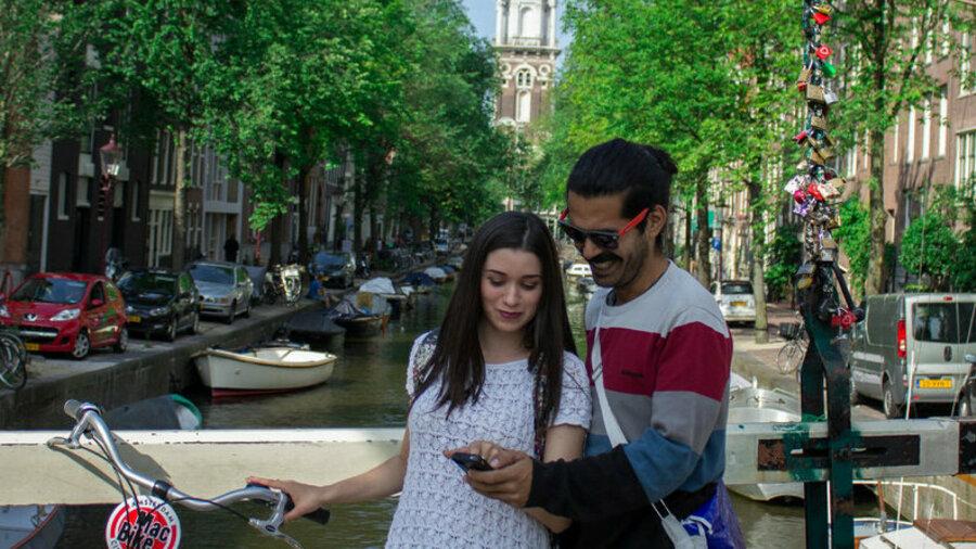 Romantisch met z'n tweeën op de fiets door Amsterdam