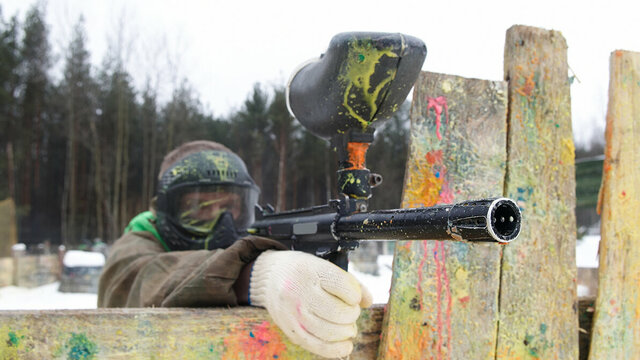 Richtende paintball schutter