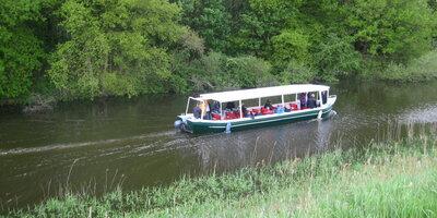 Rondvaartboot Vadesto in Hattem in het Apeldoorns Kanaal
