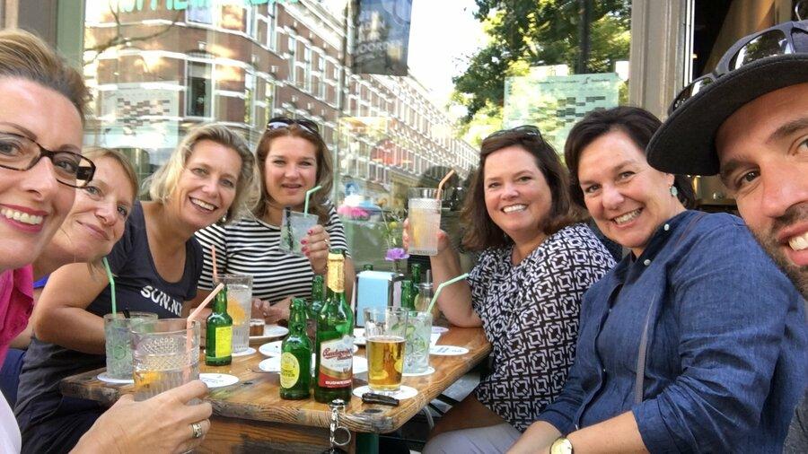 Bezoekers van SeeRotterdam op het terras in Rotterdam