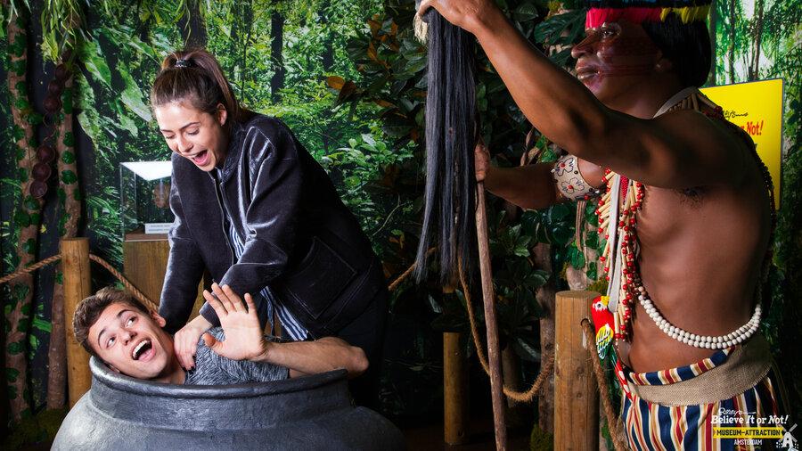 Jongeren ontdekken culturen in Ripley's Amsterdam