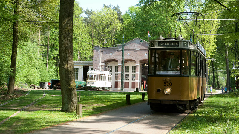 Historische tram in Nederlands Openluchtmuseum Arnhem