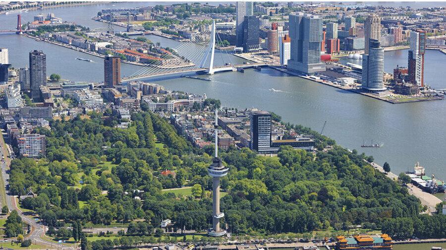 Luchtfoto van de Euromast in Rotterdam