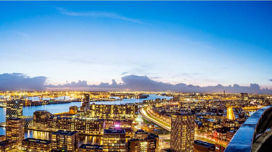 Avond uitzicht vanaf de Euromast in Rotterdam