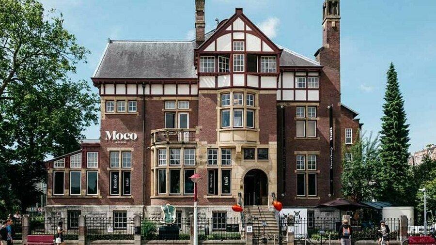 Moco Museum in Villa Alsberg aan het Museumplein in Amsterdam