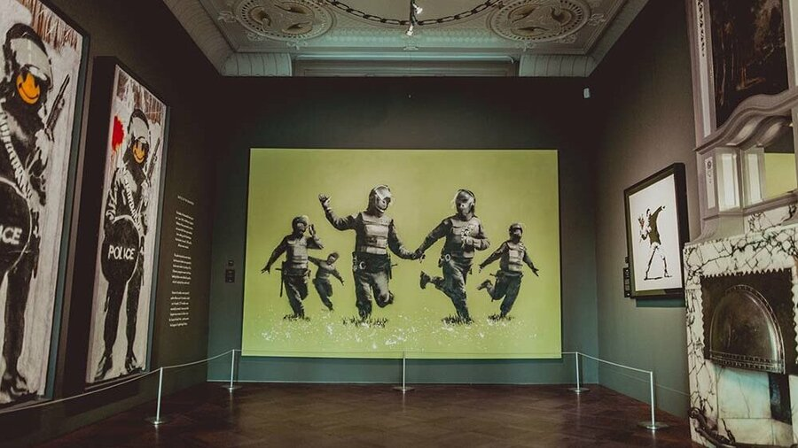 Battle of the Beanfield van Banksy in het Moco Museum Amsterdam