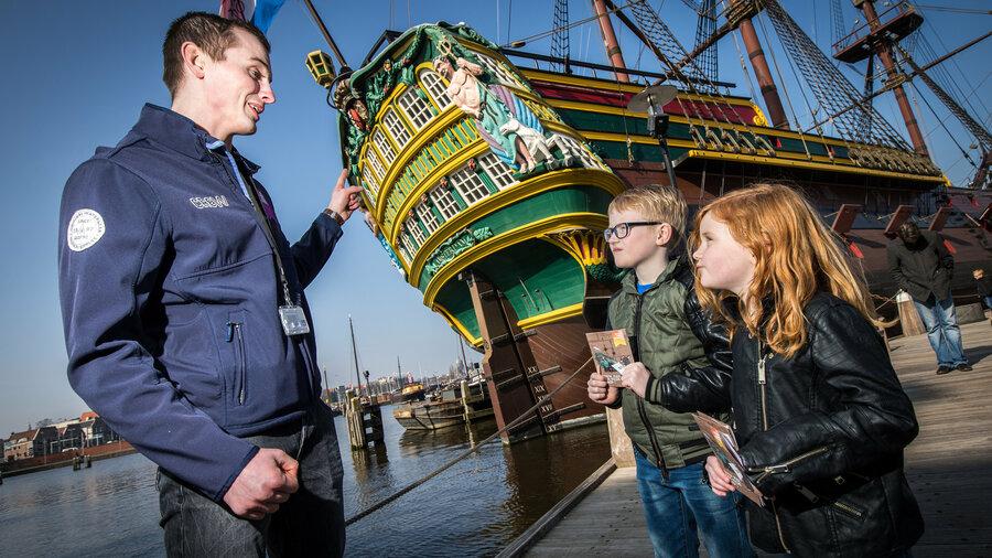 het scheepvaartmuseum rotterdam schip voor ingang