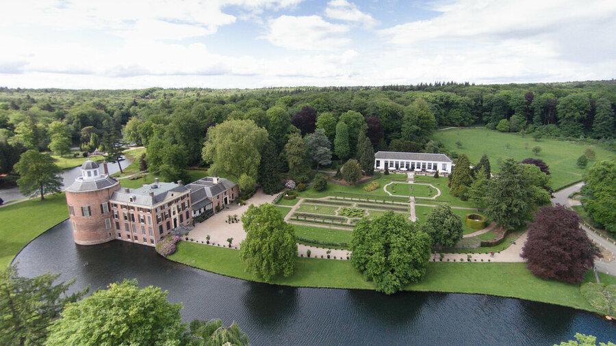 Drone shot Kasteel en park Rosendael