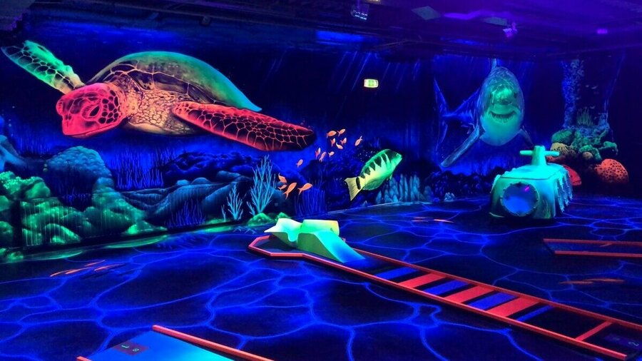 GlowGolf baan onderwaterwereld bij Van der Ende Racing Inn