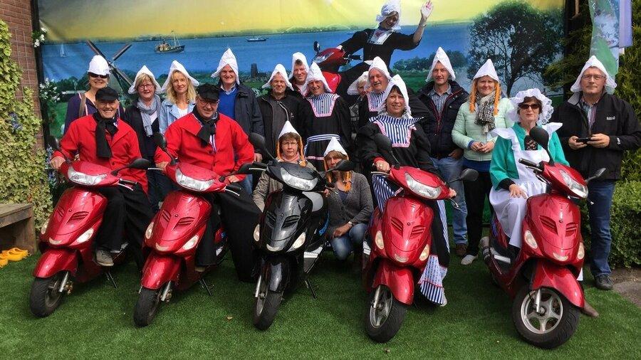 Groepsuitje elektrische scooters Volendam Scooter Experience