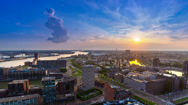 Zonsondergang te zien vanaf de Euromast in Rotterdam
