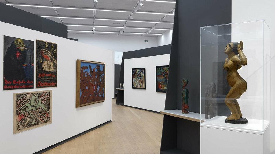 Moderne schilderijen en sculpturen in de STEDELIJK BASE expo in het Stedelijk Museum Amsterdam