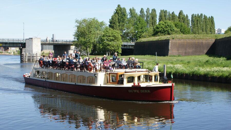 Boot met de naam 'Ouwe Dirk'