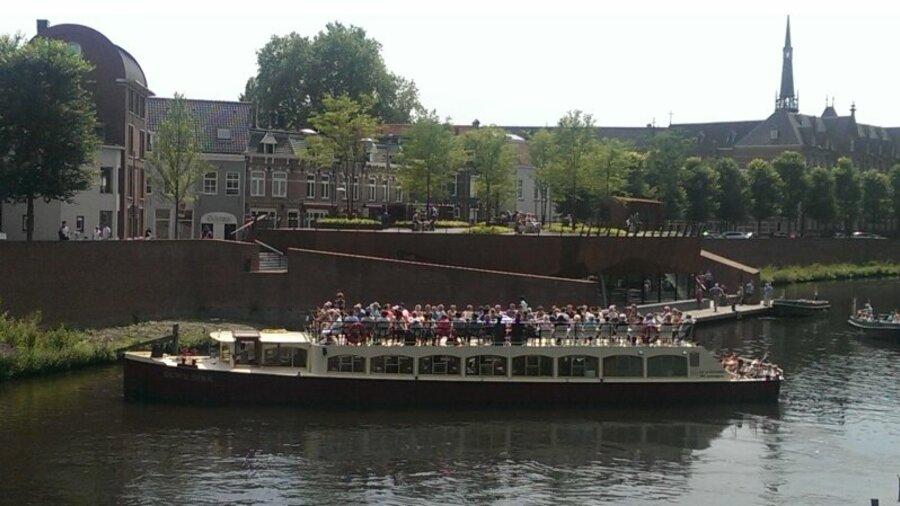 Rondvaartboot van Rederij Wolthuis in Den Bosch centrum